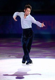 Daisuke Takahashi14(Gala at #Sochi2014 -毎日新聞) He 's escorting on ice x3!