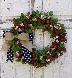 Country Cottage Front Door Wreaths Ideas For 2019 Wreaths For Front Door, Door Wreaths, Strawberry Decorations, Valentine Decorations, Cottage Front Doors, Country Wreaths, Summer Wreath, Spring Wreaths, Diy Door