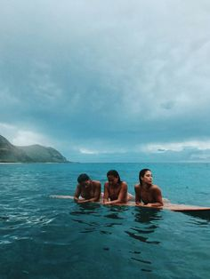B r o o k l y n + h a w a i ' i summer aesthetic, beach aesthetic, summer goals, bff pictures Cute Friend Pictures, Best Friend Pictures, Friend Pics, Surfer Girls, Hot Surfer Guys, Summer Goals, Cute Friends, Beach Friends, Friends Image