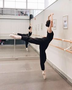 @ 𝓂𝒶𝓀𝒶𝓎_𝓂ℴ𝓃ℯ𝓉 🌸 𝗏𝗂𝖺 𝗂𝗇𝗌𝗍𝖺 - ballet // - Ballet Pictures, Dance Pictures, Yoga Outfits, Dance Outfits, Ballet Outfits, Yoga And More, Ballet Body, Yoga Posen, Ballet Dancers