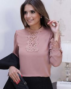 Beautiful blouse - love the detail, sophistication, feminine-style. Blouse Styles, Blouse Designs, Hijab Fashion, Fashion Dresses, Vetement Fashion, Mein Style, Blouse And Skirt, Blouses For Women, Casual Outfits