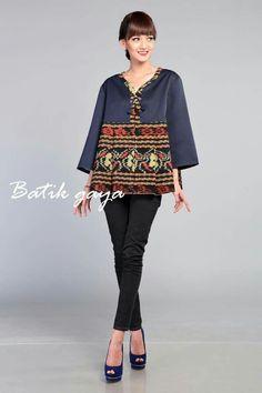 For sumba dress Batik Blazer, Blouse Batik, Batik Dress, Batik Fashion, Fashion Fabric, Boho Fashion, Womens Fashion, Ghanaian Fashion, African Fashion