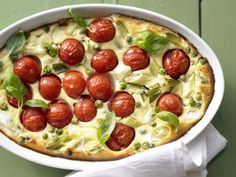 Tomatenauflauf mit Ricottacreme: Das süße französische Clafoutis kommt als herzhafte Variantemit Ricottacreme mindestens genauso gut an.