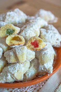 Cornulețe de post cu borș Romanian Desserts, Romanian Food, Good Food, Yummy Food, Cata, Vegan Sweets, Cake Cookies, I Foods, Dessert Recipes