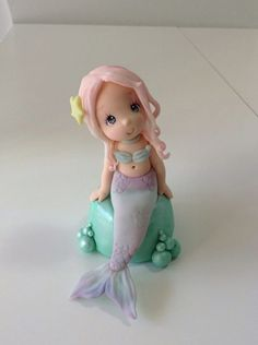 Patricia Santoro Little Mermaid Cakes, The Little Mermaid, Polymer Clay Projects, Clay Crafts, Mermaid Toys, Clay Fairy House, Cake Templates, Kawaii Accessories, Clay Figurine