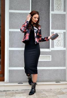 http://media0.chicisimo.com/thumbs/files/2013/12/diy-black-dresses-2~look-main-single.jpg