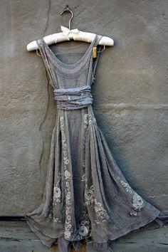 Tengo un vestido muy parecido a este en mi armario. Está sin estrenar aún. Lo…
