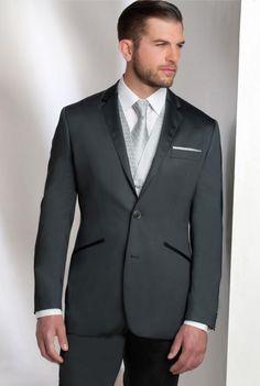 Si tu veux pas un costume trop brillant, l'une des solutions c'est juste le col et quelques détails