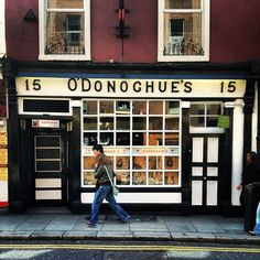 If you're looking for a real 'Oirish' pub, check out O'Donoghue's on Baggot Street #dublin #pubs