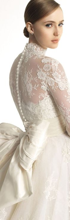 Katrina: Zuhair Murad for Rosa Clara stunning details Beautiful Wedding Gowns, Wedding Beauty, Beautiful Dresses, Wedding Attire, Wedding Bride, Pregnant Wedding Dress, Maternity Wedding, Long Sleeve Gown, Belle Photo