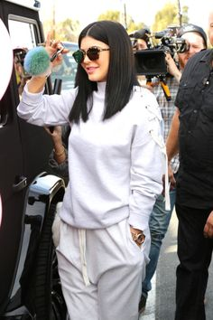 Kylie Jenner - kyliezzledaily: Kylie,Kourt and Khloe out in. Kylie Jenner Short Hair, Mode Kylie Jenner, Trajes Kylie Jenner, Looks Kylie Jenner, Estilo Kylie Jenner, Kylie Jenner Outfits, Kardashian Jenner, Kylie Jenner Haircut, Bayalage
