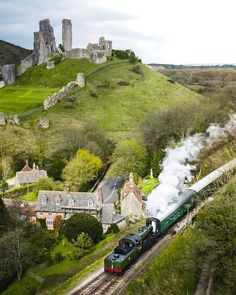 Corfe Castle & Village in beautiful Dorset🍃🌸🚂🏰🍃🌸 Lovely photo 📸 Beautiful Places To Visit, Places To See, Trains, Dorset Coast, Corfe Castle, Dorset England, Landscaping Images, English Countryside, British Isles