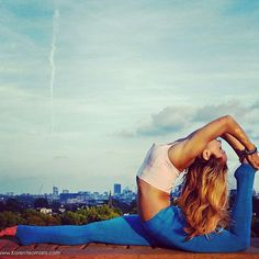 kinoyoga:  Photo by @karen_yeomans on Primrose Hill in London. Outfit by @athleta