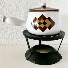 Vtg Mid Century MCM Pot Oven Proof Stoneware White Mod Brown Yellow Metal Stand in Collectibles, Vintage, Retro, Mid-Century, Unknown Modern Serving Trays, Cast Iron Dutch Oven, Little Chef, Stove Oven, Steel Plate, Folding Doors, Wood Laminate, Sliding Glass Door, Pottery Vase