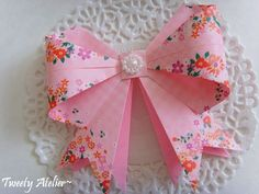 Learn how to make origami bows! Easy instructions, perfect finish for cards and gift boxes! Watch the video tutorial!