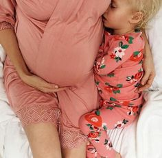 Nice pick if we ever have a second child. Maternity Pictures, Pregnancy Photos, Baby Pictures, Pregnancy Style, Little Babies, Cute Babies, Mama Baby, Everything Baby, Baby Family
