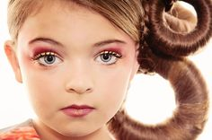 close-up-of-a-girl-with-green-eyes.jpg 970×644 pixels