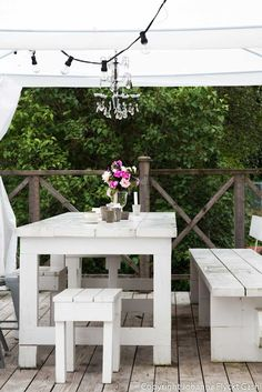 Simple White Outdoor Furniture