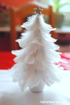 Christmas Tree made from feathers :)  #instrukcja #instruction #instructions #handmade #rekodzielo #DIY #DoItYourself #handcraft #craft #lubietworzyc #howto #jakzrobic #instrucción #artesania #声明 #ozdoby #dekoracje #decorations #decorado #布置 #Dekorationen #украшения #święta #holiday #BożeNarodzenie #Christmas #Xmas #Navidad #Weihnachten #РождествоХристово #choinka #christmastree #árboldeNavidad #Nadelbaum #елка #pióra #feathers #pelo #羽毛 #Federn #перья