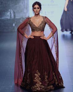 Loving this piece. The colour and the details on this lengha are just perfect. #lengha #receptionlook #wedding #elegant #chic #indian #sareeblouse #culturalwear #banglesandborders #ileanadcruz #ileana #tamilactress #bollywoodactress