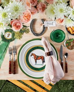Pretty Table Settings for Every Spring Party: Derby Party Brunch Party, Sunday Brunch, Run For The Roses, Derby Day, Derby Time, Party Table Decorations, Spring Party, Appetizers For Party, Party Snacks