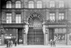 Read all about the vibrant history of Leeds Kirkgate Market! Leeds Dock, Leeds Market, Leeds England, Leeds City, West Yorkshire, Back In The Day, Old Pictures, Big Ben, Marketing