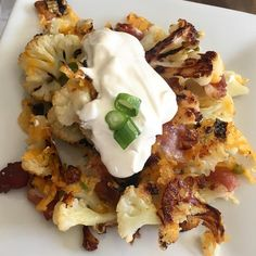 🥓🧀I can't stop making this Loaded Roasted Cauliflower! It's in the regular rotation. Serve it with sour cream or ranch dressing and it…