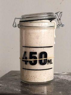 Make your own sourdough starter Glass Containers, Glass Jars, Denmark Food, Easy Start, Rye Flour, Vinaigrette Dressing, Make Your Own, How To Make, Aktiv