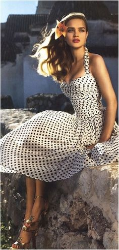 """Bella Donna"" Vogue, March 2004 photographers: Mert Alas, Marcus Piggott Natalia Vodianova black on white polka dot dress // teuil:suicideblonde Natalia Vodianova, Foto Fashion, Fashion Beauty, Style Fashion, Dress Fashion, Fashion Clothes, Big Fashion, Vogue Fashion, Fashion Shoot"