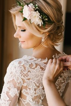 Boho wedding hairstyle idea - elegant updo with flower + greenery crown Photo by Wedion photography Short Bridal Hair, Bridal Hair Flowers, Bridal Hair And Makeup, Bridal Hairstyle, Hairstyle Ideas, Hair Design For Wedding, Beach Wedding Hair, Wedding Day, Wedding Gowns
