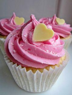 Vanilla and strawberry cupcakes