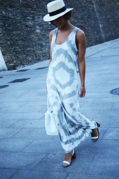 The Fashion Through My Eyes / Tie dye dress // via bestfashionbloggers.com