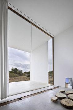 Le cabinet espagnol Marià Castelló Arquitecte a réalisé cette maison sur l'île de Formentera en Espagne.