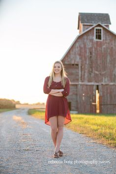 high school senior picture staken by old barn out in the country rebecca-borg-photography-dekalb-illinois-senior-portrait-photographer-northern-illinois-lagoon-old-red-barn-downtown-8