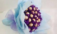 Imagini pentru ferrero rocher paper flower bouquets Bouquet Box, Gift Bouquet, Flower Bouquets, Chocolate Flowers, Chocolate Bouquet, Ferrero Rocher Bouquet, Peppa E George, Raksha Bandhan Gifts, Valentine Bouquet