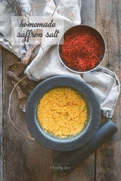 It's easy to whip up foodie holiday gifts from your kitchen. Grind up sea salt with saffron to make some golden saffron salt or dry up fresh garden herbs for homemade spice packs. No Salt Recipes, Diet Recipes, Saffron Recipes, Gourmet Salt, Food Gifts, Diy Gifts, Homemade Spices, Drying Herbs, Love Food