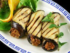 Gegrilde aubergine, gevuld met lamsgehakt, tomaat, ui , oregano en kaneel #Haarlem #Biologisch #Gezond #food #bio