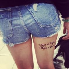 Pretty Little Tattoos Girly Tattoos, Little Tattoos, Trendy Tattoos, Rose Tattoos, Unique Tattoos, Beautiful Tattoos, Tattoos For Guys, Tatoos, Thigh Tattoo Quotes