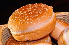 """Preparar pan sin gluten de forma casera es una asignatura en la que muchos de vosotros tenéis ya más que sobresaliente. Y no hablamos de panes básicos, sino de multitud de variedades. ¿Pero qué ocurre con esos otros tipos de panes como el pan de hamburguesa o el pan de perrito? Intrigados por las características … Continue reading """"Pan de hamburguesa sin gluten"""""""