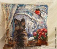Интерьерная подушка `Снежный день`. Мягкая, теплая диванная подушка  из 100% шерсти.  Станет яркой деталью вашего интерьера и согреет в холодные вечера:)  В ней соединилось всё моё видение зимнего уюта:)) Падающий пушистый снежок, кошки на окошках, дома тепло…