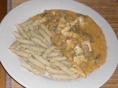 Csirkés-tejfölös gombapörkölt pennetésztával :: dietaénigyszeretlek.hu Chicken, Food, Essen, Meals, Yemek, Eten, Cubs