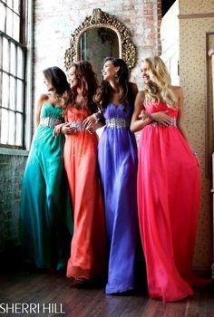 Corte imperio con cinturón joya en vestidos a todo color