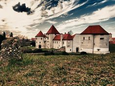 Pazin Kastel, Stari Grad and Trakošćan Castle are just a few stunning castles that every traveler should see when visiting Croatia.