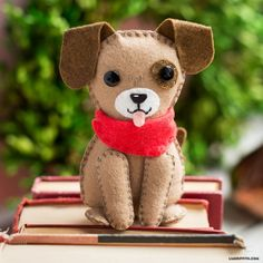 Woof! Want to make the cutest stuffed dog you ever did see? Downloadable pattern and tutorial by handcrafted lifestyle expert Lia Griffith. Felt Ornaments Patterns, Dog Ornaments, Felt Christmas Ornaments, Felt Animal Patterns, Stuffed Animal Patterns, Diy Stuffed Animals, Needle Felted Animals, Felt Animals, Needle Felting