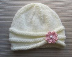 Please note: this is a knitting pattern, not a finished product.   This pattern is available for INSTANT DOWNLOAD. Once your payment is confirmed, you will receive an email from Etsy with a download link (it can take about 5 minutes). If you need to contact me please do it through Etsy Conversations.  This is a knitting pattern for a warm and beautiful hat in size adult. The hat is made flat on straight needles and has a seam. If your prefer to make it in the round on circular needles, you…