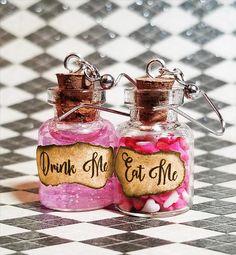 Alice in Wonderland earrings Eat me Drink me Alice in Mini Bottles, Glass Bottles, Perfume Bottles, Eat Me Drink Me, Alice In Wonderland Tea Party, Potion Bottle, Altered Bottles, Sweet 16 Parties, Vintage Bottles