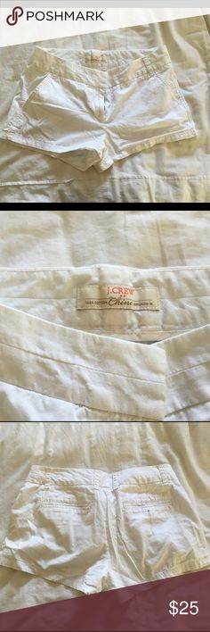 Worn 1x White Chino JCREW Shorts Perfect for summer white chino shorts by JCREW. Size 4, fits true to size, perfect condition no stains or holes Jcrew Shorts