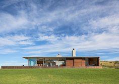 Julian Guthrie Mahia Beach House » Archipro