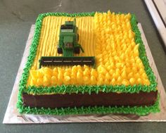 Tractor, the cereal cake for a themed birth .-Traktor, der Getreidekuchen für eine themenorientierte Geburtstagsfeier des Bau… Tractor harvesting cereal cakes for a farm or tractor themed birthday party … – John Deere, Tractor, Farm Party - Food Cakes, Cupcake Cakes, Farm Birthday Cakes, 2nd Birthday, Birthday Ideas, Beaux Desserts, Farm Cake, Creative Cakes, Party Cakes