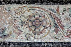 Mosaïque de Luc en diois (Rinceau peuplé) ©Paul Veysseyre.